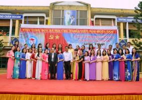 Hình ảnh tập thể CB-GV-NV trường TH Nguyễn Đức Thiệu nhân ngày lễ kỷ niệm 10 năm ngày mang tên trường